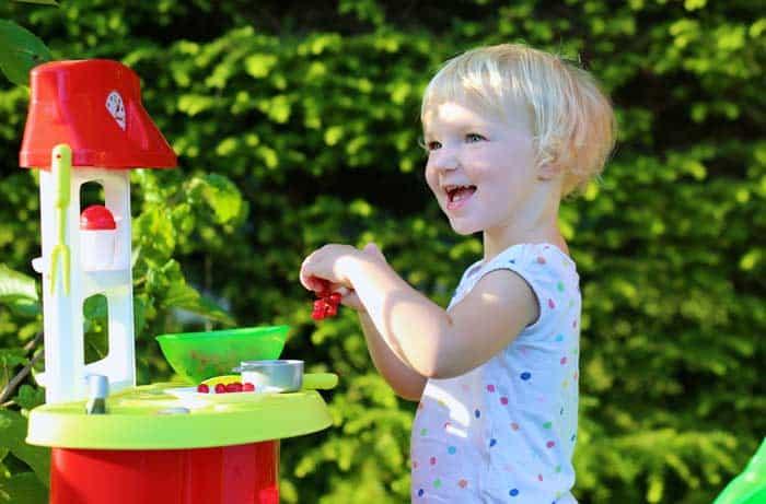 Kinderküche für Draußen im Sommer (depositphotos.com)