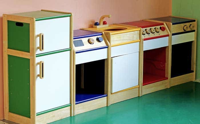 Kinderküchen aus Holz (depositphotos.com)