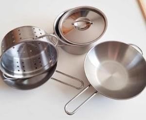 Töpfe und Pfannen für die Kinderküche