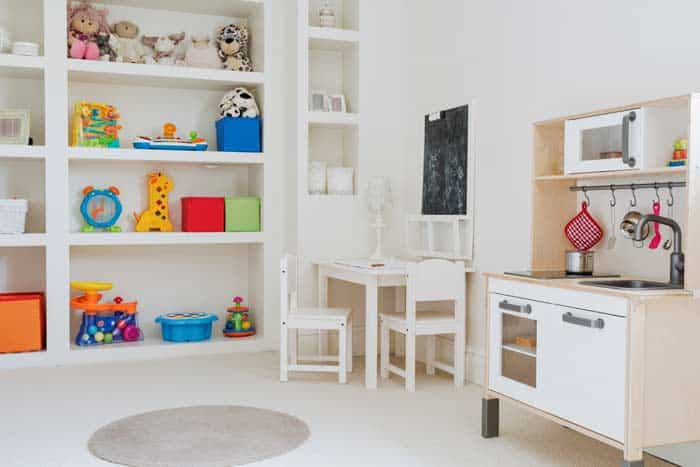 Kinderzimmer und Kinderkueche aus Holz (depositphotos.com)