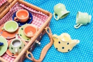 Kinder Teeservice (depositphotos.com)
