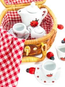 Kinder Teeservice mit Marienkäfer (depositphotos.com)
