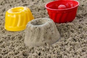Sandkastensand für Sandkuchen (depositphotos.com)