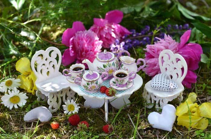 Teeservice für die Puppenstube (depositphotos.com)